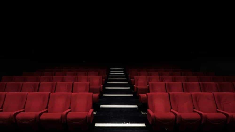 Teatri chiusi: cosa vuol dire fermarsi per un attore, le parole dell'insegnante Loredana di Martino