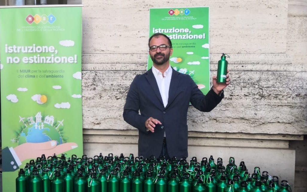 Scuola, Fioramonti (FacciamoECO): Italia paese leader nell'istituire l'educazione civica ambientale