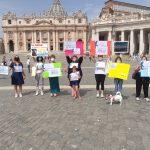 Oggi a Roma le docenti, madri e lavoratrici fuori sede hanno partecipato all'Angelus in piazza San Pietro
