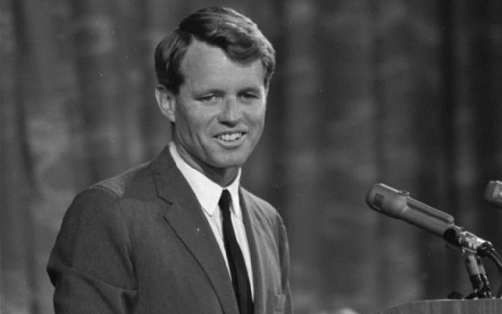 Il CNDDU, in occasione del 53° anniversario della morte di Robert Francis Kennedy, chiamato Bob,intende ricordarne la straordinaria attività politica e lo spiccato impegno sociale